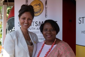 Melanie Burke (StreetSmart SA Chairman), Eleanore Bouw-Spies (Knysna Executive Mayor)